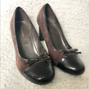 Predictions Brown Faux Suede & leather pumps 7w.